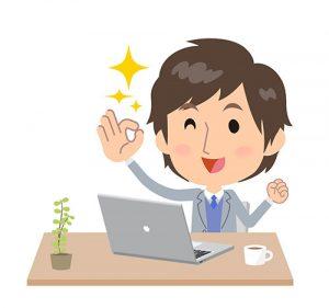 パソコンに向かう男性の画像